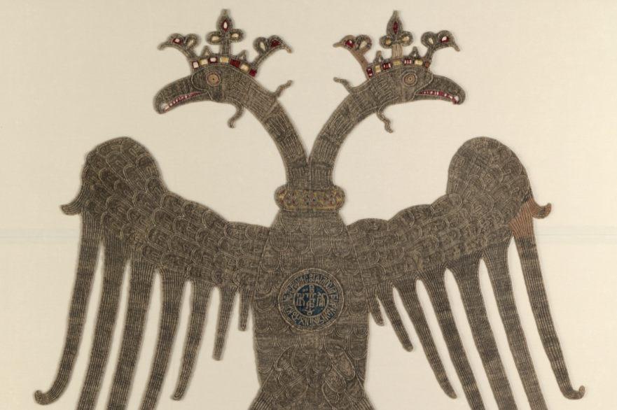 Foto van een tweekoppige gouden adelaar die eigendom zou zijn geweest van Paulus Tagaris (CC0 - Metropolitan Museum of Art - wiki)