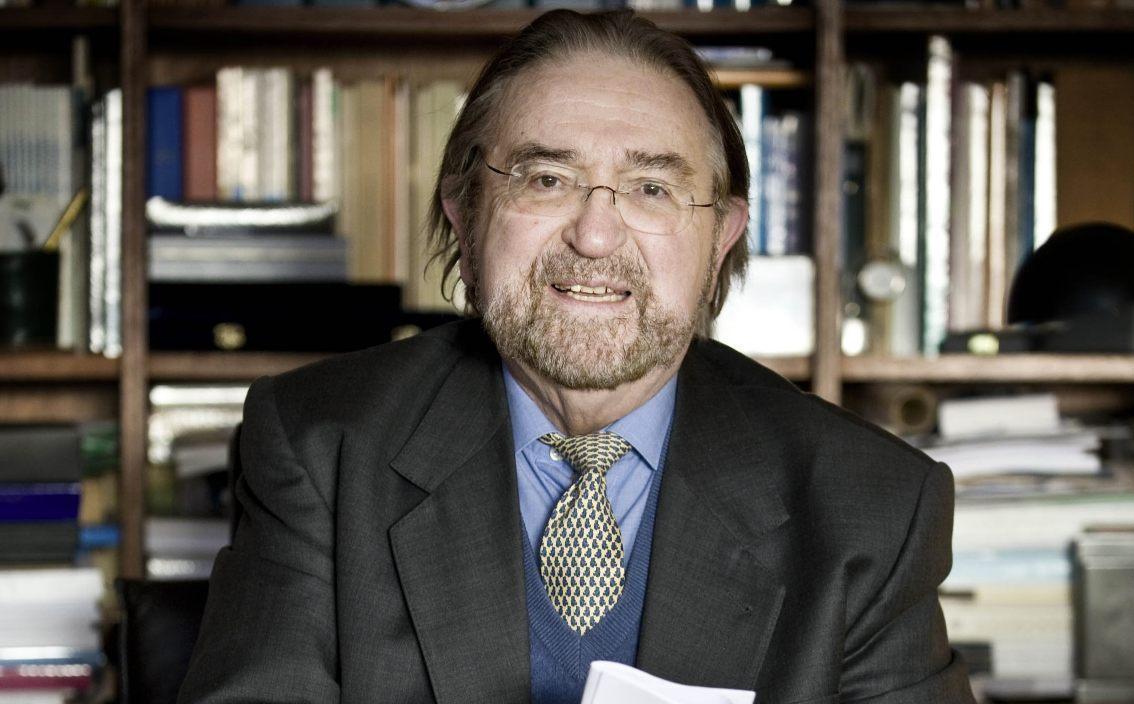 Herman De Croo in zijn woning in Michelbeke, 2009 (CC BY-SA 3.0 - Michiel Hendryckx - wiki)