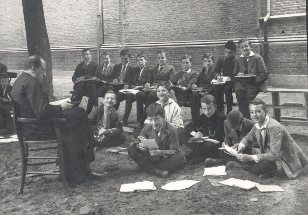 Tekenles op Beekvliet, Sint-Michielsgestel -Fotocollectie: BHIC, id.nr. FotoSM.3010