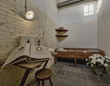 Doodencel 601 tijdens Herdenking, voorzien van een van de Doodenboeken - Foto: Herinneringscentrum Oranjehotel