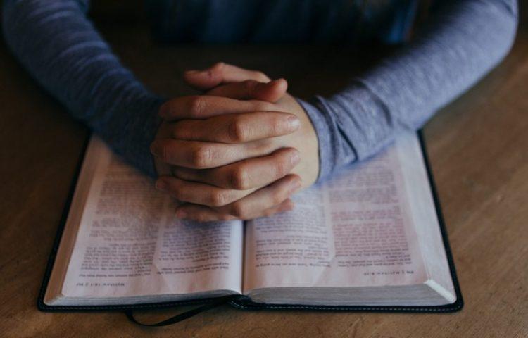 Deo volente - Bijbel (CC0 - Pixabay - Free-Photos)