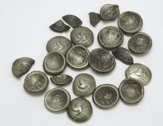 Overzicht van de munten uit de schatten van Sittard-Geleen. Foto Vrije Universiteit Amsterdam.