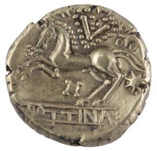 Gouden munt van de stam der Treveri met de legende POTTINA, afkomstig uit de goudschat van Amby en geslagen in de jaren 50 v.Chr.. Foto Gemeente Maastricht.