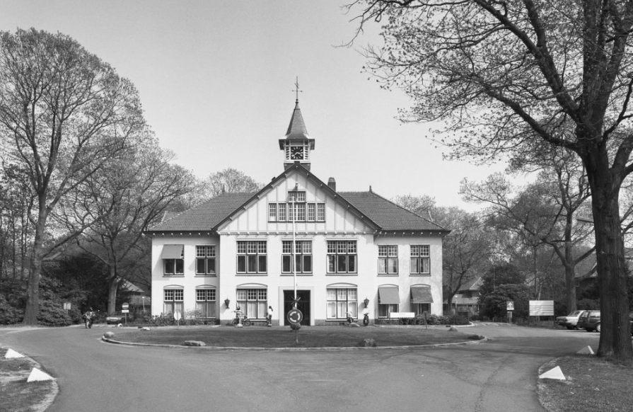 Hoofdgebouw van de Willem Arntsz Hoeve in Den Dolder (CC BY-SA 4.0 - RCE - wiki)
