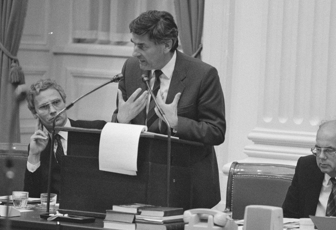 Ruud Lubbers tijdens een debat in de oude Tweede Kamers (CC0 - Rob Bogaerts / Anefo - wiki)