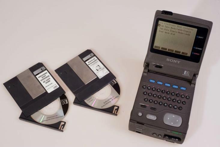 Sony-leesapparaat met kleine CD-ROMs (© foto Collection Jak Boumans)