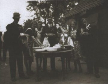 Foto gemaakt tijdens de bruiloft van Hendrik van Elten en Aartje Bakker. (Privécollectie E. v.d. Berg- v.d. Bor)