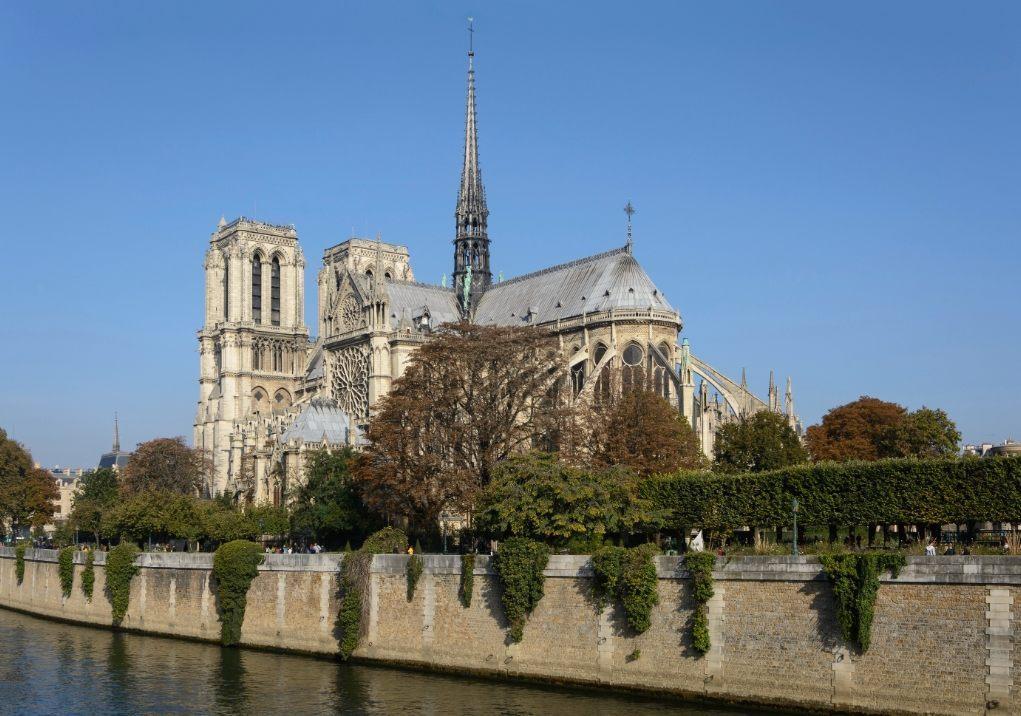 De Notre-Dame vanuit het zuidoosten (CC BY-SA 4.0 - Uoaei1 - wiki)
