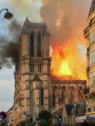 Brand in de Notre-Dame in 2019 (CC BY-SA 4.0 - LeLaisserPasserA38 - wiki)