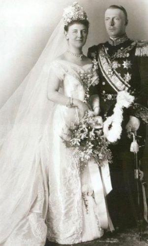 Huwelijksfoto van Hendrik en Wilhelmina (Publiek Domein - wiki)