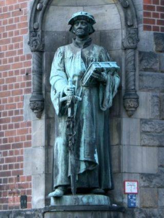 Standbeeld van Huldrych Zwinglo bij de Zwinglikirche in Berlijn (Publiek Domein - wiki)