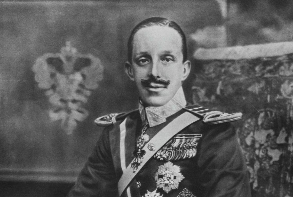Alfons XIII van Spanje, gefotografeerd in 1916 door Kaulak (Publiek Domein - wiki)