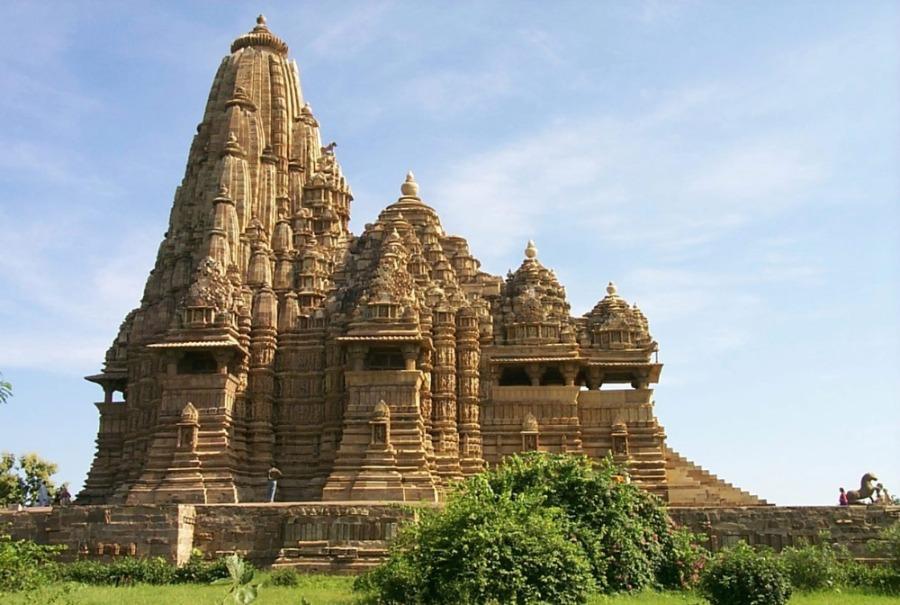 Aan Shiva gewijde Kandariya-Mahadeva-Tempel  in de Indiase stad Khajuraho (CC BY-SA 2.0 - Paul Mannix - wiki)