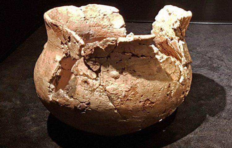 Misbaksel van Michelsberg-aardewerk uit Maastricht (CC BY-SA 4.0 - Kleon3 - wiki)