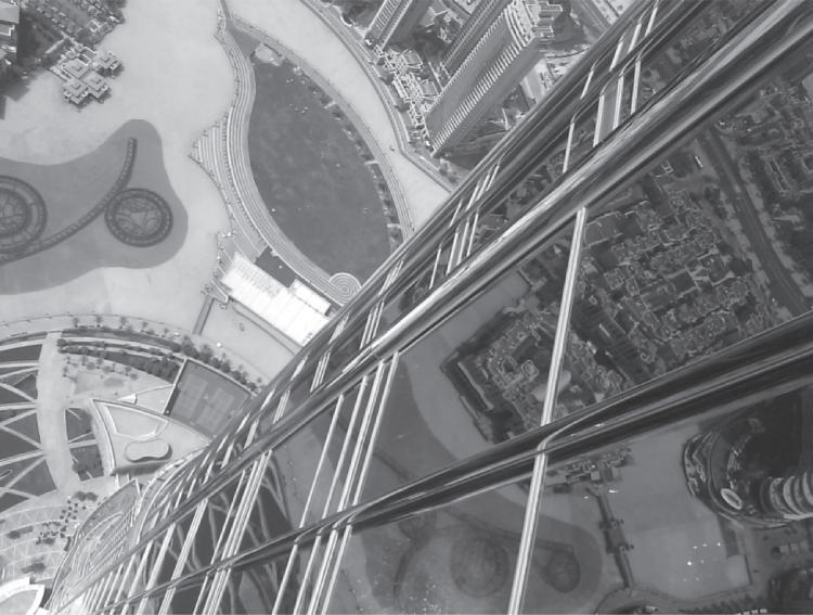 Duizelingwekkend uitzicht vanaf de Burj Khalifa in Dubai. De toren overziet ook de Perzische Golf, waar mogelijk ooit de expeditie van Gilgamesj voorbijtrok (foto auteur).