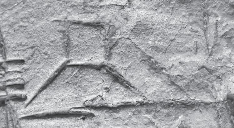 Het mogelijke uiterlijk van de toren van Babel, lijkend op de Witte Tempel in Uruk in het Zuid-Iraakse Warka ruim vijfduizend jaar geleden. Het detail uit dezelfde periode komt van een van de eerste beschreven kleitabletten uit Uruk of omgeving, met daarop het teken voor 'ab' (tempel). In beide gevallen een gebouw op een plateau met schuin aflopende zijkanten. Zo kan men zich de toren van Babel hebben voorgesteld.
