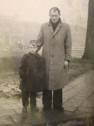 Joop met zijn zoon Herman Brood, jaren vijftig (Foto: Herman Brood Museum & Experience, Zwolle)
