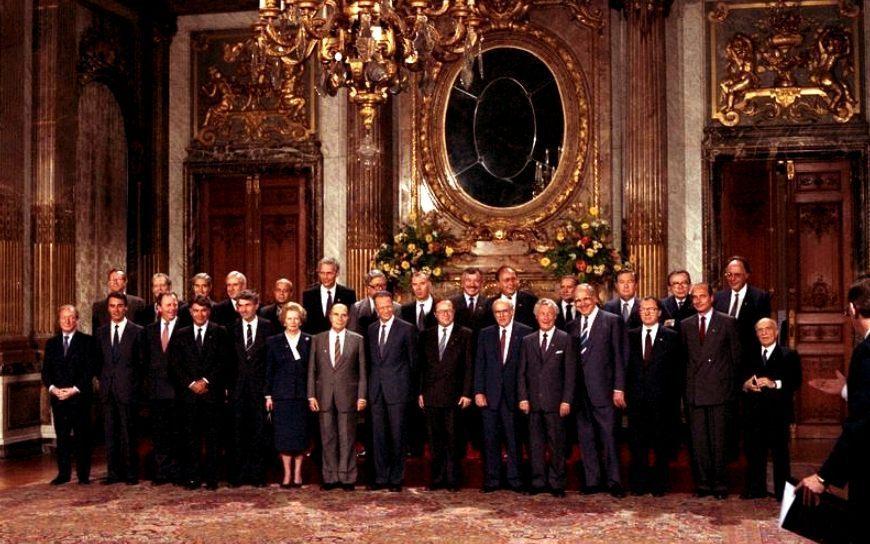 Foto gemaakt tijdens een bijeenkomst van de Europese Raad op 29 juni 1987 te Brussel  (CC BY-SA 3.0 de - Bundesarchiv - wiki)