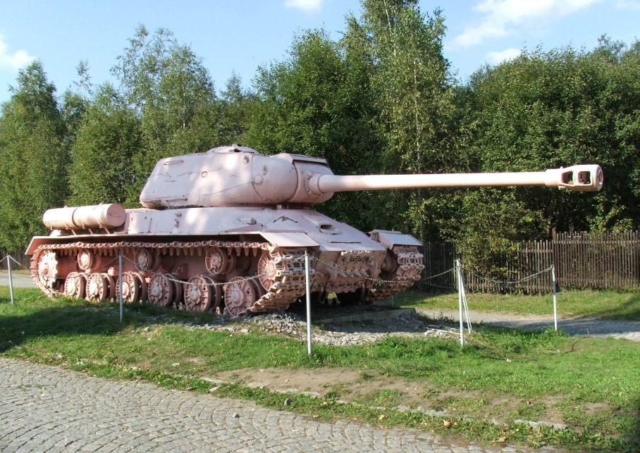 Jozef Stalin 2 (JS-2) - CC BY 2.5 / Hynek Moravec / wiki