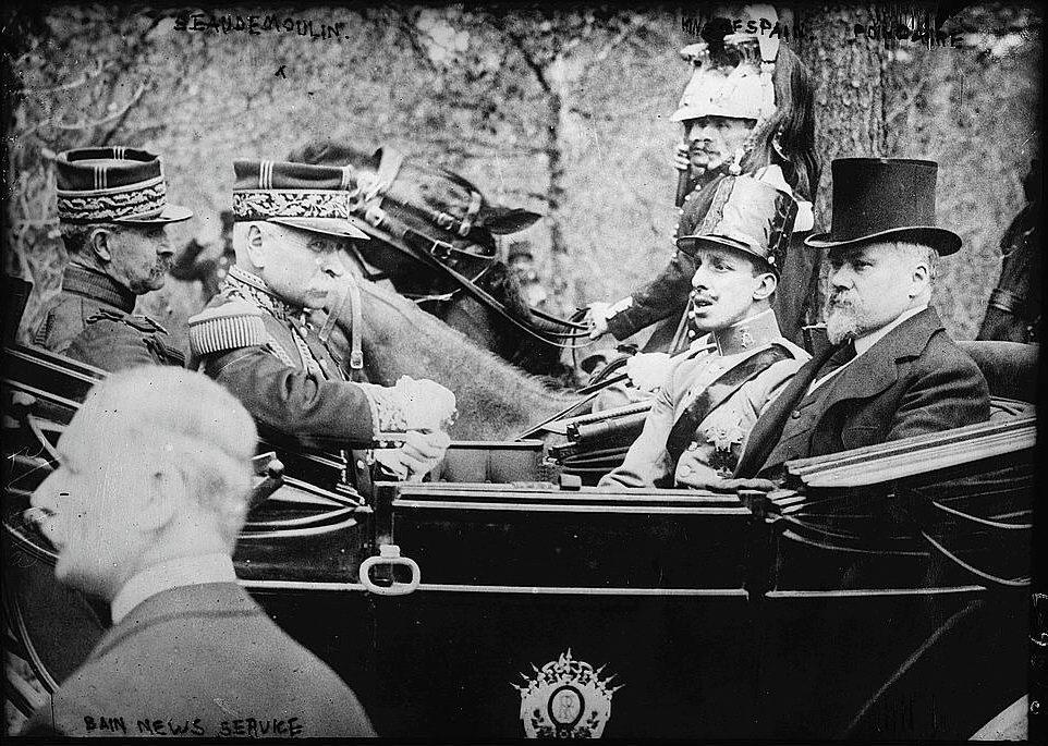 Alfons XIII tijdens een bezoek aan Parijs in 1913, een jaar voor het begin van de Eerste Wereldoorlog (Publiek Domein - wiki)