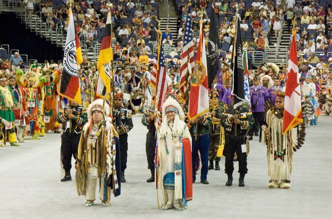 Pow Wow in Amerika, 2005 (wiki - Smithsonian Institution)