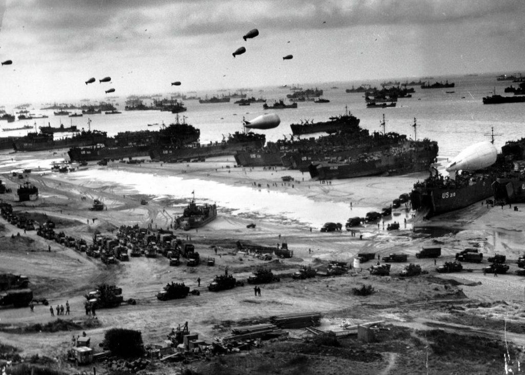 Beroemde foto gemaakt tijdens de eerste dagen van Operatie Overlord (Publiek Domein - wiki)
