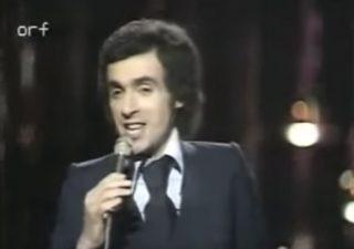 Paulo de Carvalho tijdens het Songfestival van 1974 (Still YouTube)
