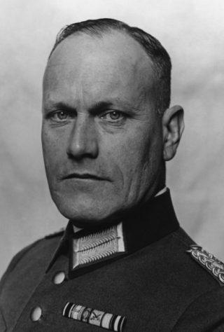 Ambassadeur generaalmajoor Eugen Ott, wiens onwrikbare vertrouwen in zijn vriend Sorges grote spionagecarrière mogelijk maakte.