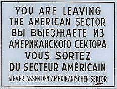 """U verlaat de Amerikaanse sector"" in vier talen (Publiek Domein - wiki)"