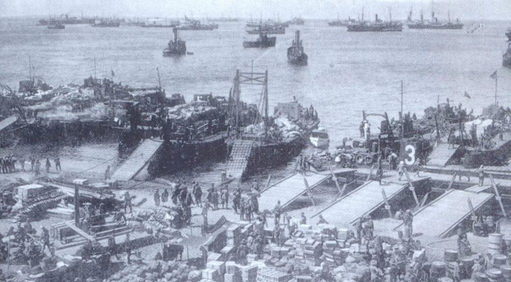 Spaanse troepen ontschepen bij Al Hoceima (Publiek Domein - wiki)