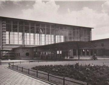 Het Amstelstation kort na de bouw; circa 1940 (Publiek Domein - wiki)