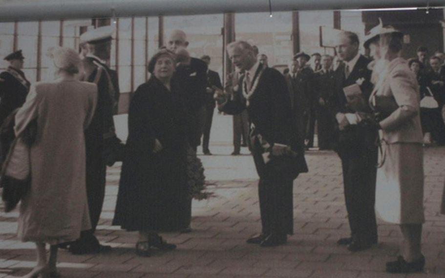 Opening van station Amsterdam Amstel  door koningin Wilhelmina, 15 oktober 1939 (Publiek Domein - wiki)