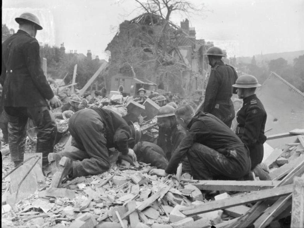 Ravage in Londen na een V1-bombardement, 1944 (Publiek Domein - wiki)