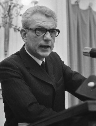 CPN-fractievoorzitter Marcus Bakker tijdens een debat in de Tweede Kamer (CC0 - Anefo - Bert Verhoeff)