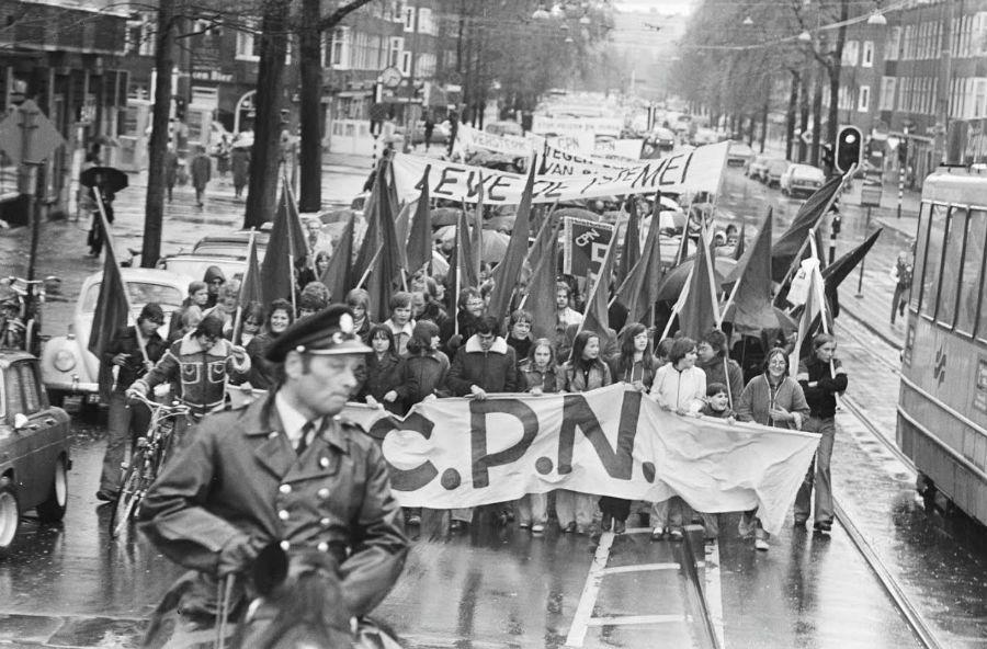 1 mei-demonstratie van de CPN in Amsterdam, 1977 (CC0 - Nationaal Archief - Rob Bogaerts)