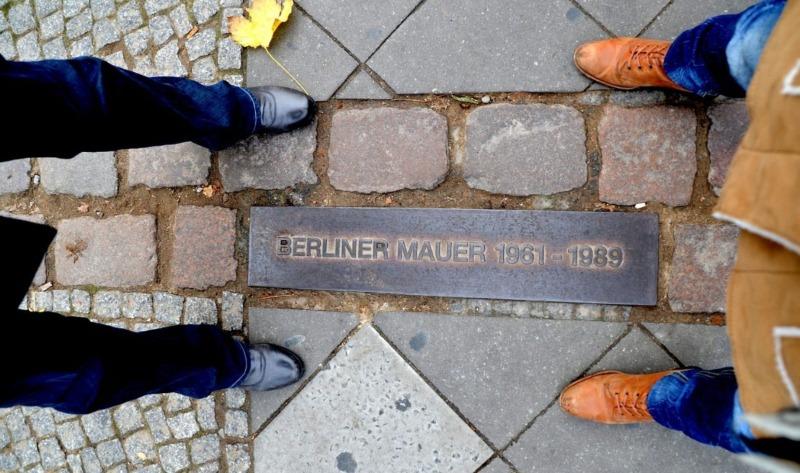 Markering in Berlijn op de plek van de Berlijnse Muur (CC0 - Pixabay - Sarah_Loetscher)