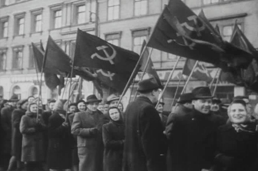 Pro-communistische betoging in Praag, kort voor de coupe (Publiek Domein - wiki)
