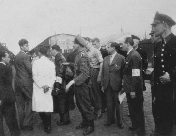 Deportatie van Joden in de zomer van 1943. Panamakade, Oostelijk Havengebied, in Amsterdam (Publiek Domein - wiki)