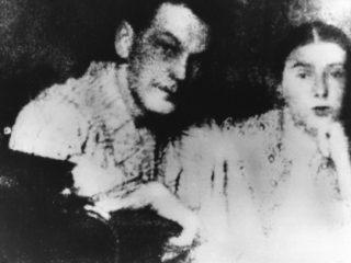De enige bewaard gebleven foto van Katja en Sorge bij elkaar.