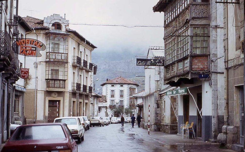 Het oude Riaño, voordat het onder water werd gezet, november 1984 (CC BY-SA 3.0 - wiki)