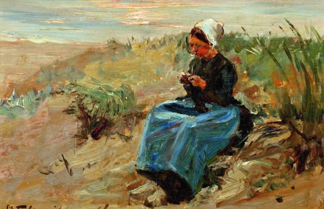 De vis wordt duur betaald - Vissersvrouw in het duin tegen zonsondergang, ca. 1900 - Thamine Tadama-Groeneveld (Publiek Domein - wiki)