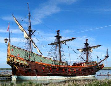 Replica van spiegelretourschip Batavia voor de Bataviawerf (CC0 - Gouwenaar - wiki)