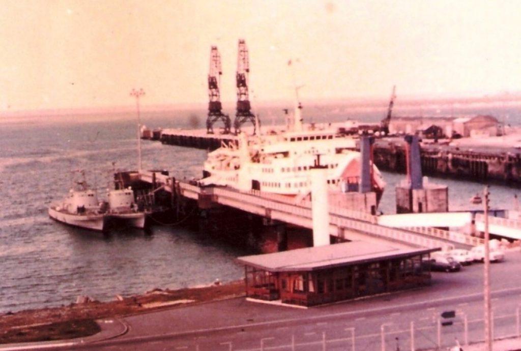 Ferryterminal in Cherbourg waarvandaan de schepen vertrokken, mei 1969 (CC BY 2.5 - Israel Defense Forces - wiki)