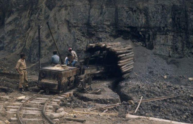 Ombilin-mijnencomplex - Toegang tot de mijn aan het begin van de jaren zeventig (CC BY-SA 3.0 - Tropenmuseum - wiki)