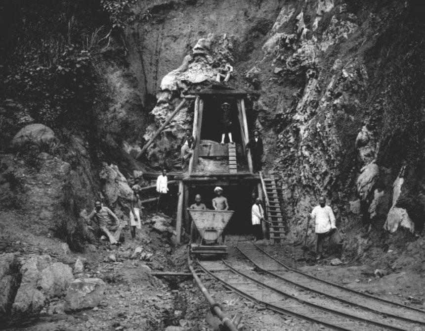 Tunnelbouw bij de steenkolenmijnen (CC BY-SA 3.0 - Tropenmuseum - wiki)
