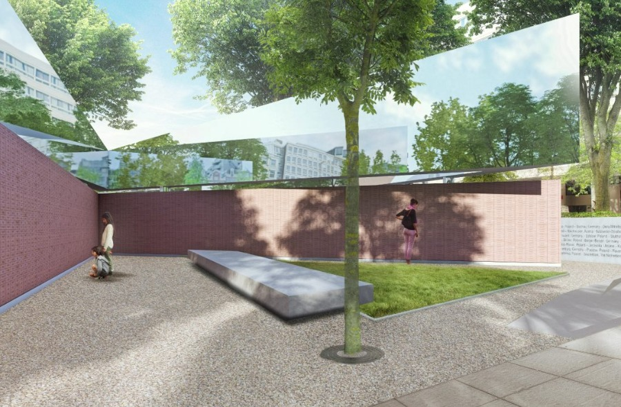 Zijaanzicht van het monument met de muren van baksteen. Op iedere steen staat een naam van een slachtoffer.  (Auschwitz Comité )