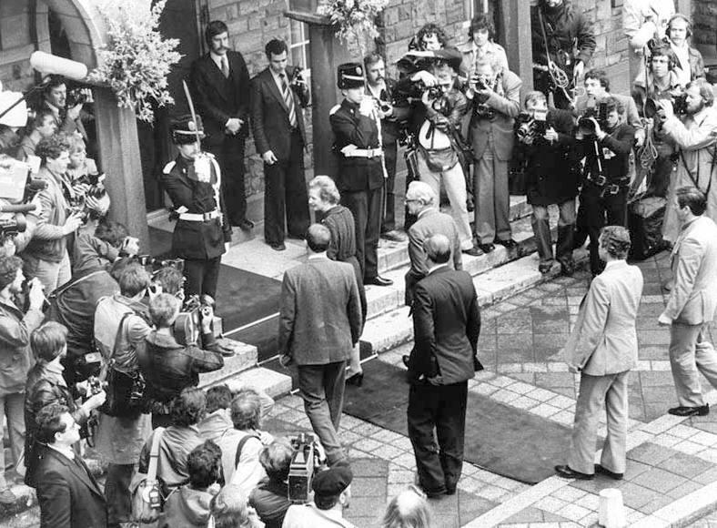 Aankomst van de Britse premier Margaret Thatcher en minister van buitenlandse zaken Peter Carington in Maastricht, voor een top van de Europese Raad (CC BY-SA 3.0 - Anefo - wiki)