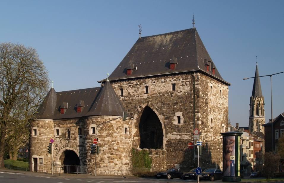 Ponttor met voorliggende poort - Aachen (Publiek Domein - wiki - Dennis Otten)