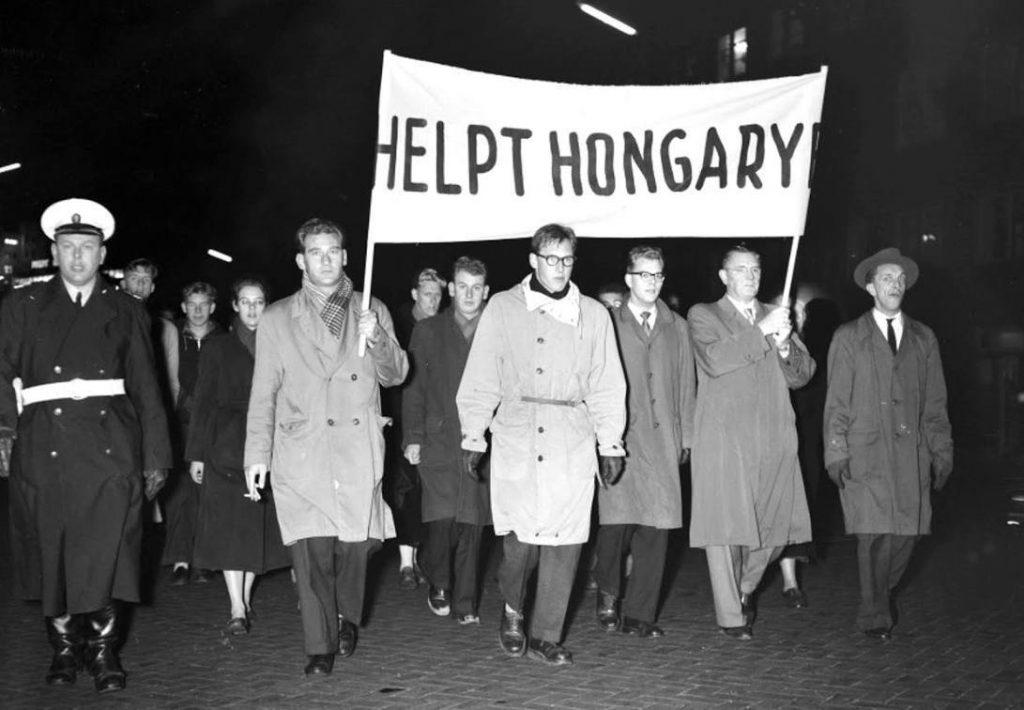 Herdenkingsavond Eindhoven, 5-11-1956 (CC BY-SA 3.0 nl - Wim van Rossem - wiki)