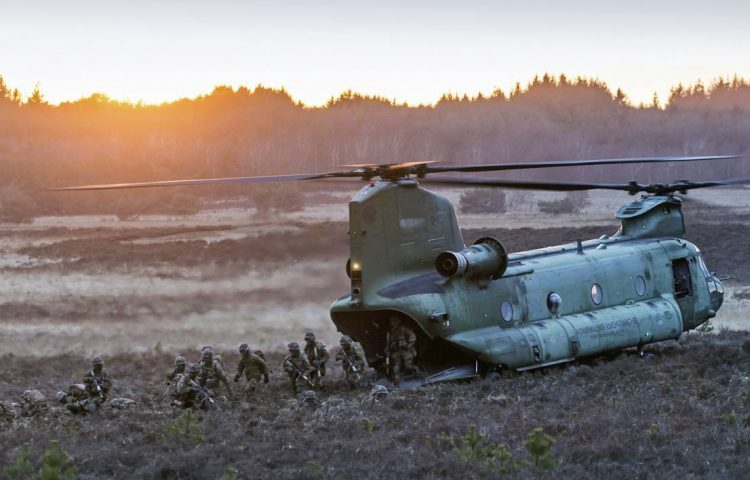 Nederlandse luchtmacht tijdens een oefening op de Ginkelse Heide (CC0 - Defensie - wiki)